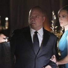 Michael Chiklis e Julie Benz in un momento dell'episodio No Ordinary Ring di No Ordinary Family