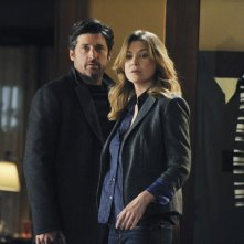 Patrick Dempsey ed Ellen Pompeo in una scena dell'episodio Shock to the System di Grey's Anatomy