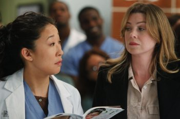 Sandra Oh ed Ellen Pompeo nell'episodio With You I'm Born Again di Grey's Anatomy