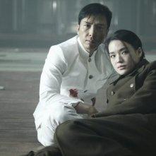 Donnie Yen e Shu Qi in una scena del film Legend of the Fist: The Return of Chen Zhen