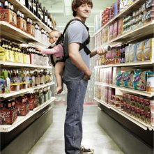 Lucas Neff in una immagine promozionale della serie Raising Hope