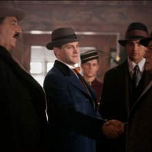 Michael Stuhlbarg, Vincent Piazza e Frank Crudele in una scena del pilot della serie HBO Boardwalk Empire