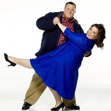 Billy Gardell e Melissa McCarthy in una foto promozionale di Mike and Molly