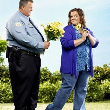 Billy Gardell e Melissa McCarthy in una immagine promozionale di Mike and Molly