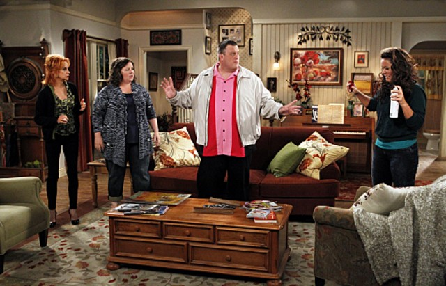 Billy Gardell Melissa Mccarthy Swoosie Kurtz E Katy Mixon Nell Episodio First Kiss Di Mike And Molly 175945