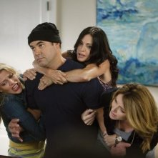Busy Philipps, Ian Gomez, Courteney Cox e Christa Miller nell'episodio Makin' Some Noise di Cougar Town