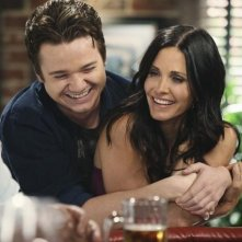 Dan Byrd e Courteney Cox nell'episodio Let Yourself Go di Cougar Town