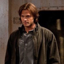 Jared Padalecki nell'episodio Two and a Half Men di Supernatural