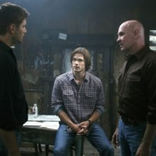 Jensen Ackles, Mitch Pileggi e Jared Padalecki nell'episodio Exile on Main Street di Supernatural