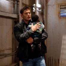 Jensen Ackles nell'episodio Two and a Half Men di Supernatural