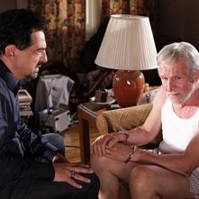 Joe Mantegna e Daniel J. Travanti in una scena dell'episodio Remembrance of Things Past di Criminal Minds