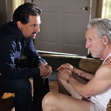Joe Mantegna e Daniel J. Travanti nell'episodio Remembrance of Things Past di Criminal Minds