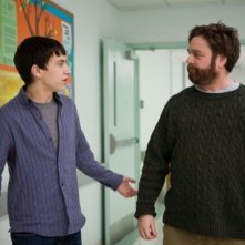 Keir Gilchrist con Zach Galifianakis in It's Kind of a Funny Story