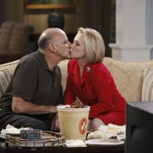 Kurt Fuller e Debra Jo Rupp nell'episodio Better with Firehouse di Better with You