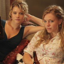 La guest star Sarah Jones e Eloise Mumford nell'episodio One in Every Family di Lone Star
