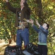 Neil Flynn ed Atticus Shaffer nell'episodio Homecoming di The Middle