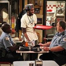 Reno Wilson, Nyambi Nyambi e Billy Gardell nel pilot di Mike and Molly