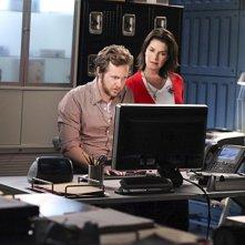 A.J. Buckley e Sela Ward nell'episodio Unfriendly Chat di CSI New York