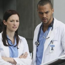 Chyler Leigh e Jesse Williams nell'episodio Superfreak di Grey's Anatomy