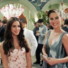 Jessica Lowndes e Jessica Stroup nell'episodio Age of Inheritance di 90210