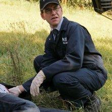 Jimmy Palmer (Brian Dietzen) e la vittima nell'episodio Spider and the Fly di NCIS