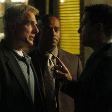 Mark Harmon, Rocky Carroll e Marco Sanchez nell'episodio Spider and the Fly di NCIS