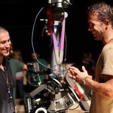 Ryan Reynolds e il regista Rodrigo Cortés sul set del film Buried
