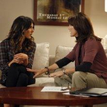 Shenae Grimes e Lisa Waltz nell'episodio 2012 Vision di 90210