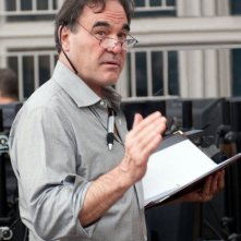 Il regista Oliver Stone sul set di Wall Street 2: Money Never Sleeps