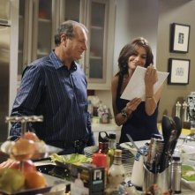 Ed O'Neill and Sofia Vergara nell'episodio The Kiss di Modern Family