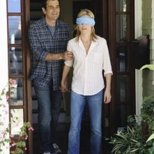 Julie Bowen e Ty Burrell in una scena dell'episodio Old Wagon di Modern Family