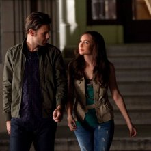 Alaric Saltzman (Matthew Davis) e Vanessa Monroe (Courtney Ford) nell'episodio Bad Moon Rising di Vampire Diaries