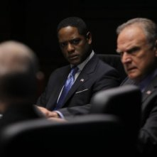 Blair Underwood e Bill Smitrovich nell'episodio To Keep Us Safe di The Event