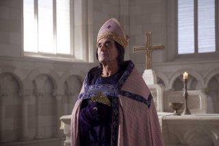 Ian McShane nella miniserie I pilastri della Terra