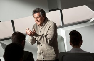 John Noble nell'episodio Do Shapeshifters Dream of Electric Sheep? di Fringe