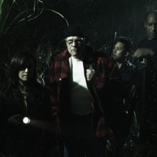 Danielle Harris, Tony Todd e Parry Shen in un'immagine dell'horror Hatchet 2