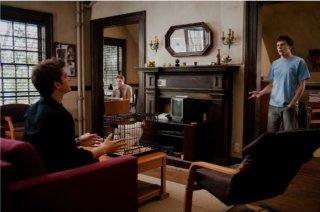 Jesse Eisenberg con Andrew Garfield in una scena di The Social Network