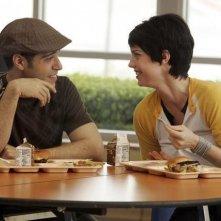 Sebastian Sozzi e Kelli Garner nell'episodio pilota di My Generation