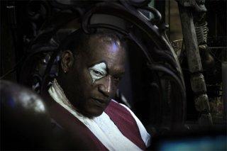Un carnevalesco Tony Todd nell'horror Hatchet 2
