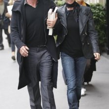 Sting e la moglie Trudie Styler passeggiano in Place Vendome a Parigi