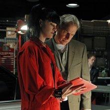 Abby (Pauley Perrette) e Gibbs (Mark Harmon) nell'episodio Short Fuse di NCIS: Unità Anticrimine