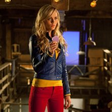 Kara (Laura Vandervoort) in una scena dell'episodio Supergirl di Smallville