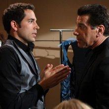 Zachary Levi faccia a faccia con Lou Ferrigno nell'episodio Chuck Versus the Suitcase