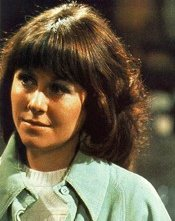 Elizabeth Sladen sul set di Doctor Who