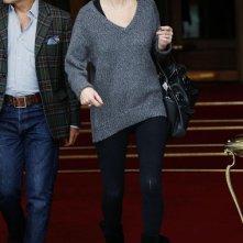 Kate Moss lascia il suo hotel The Ritz a Parigi