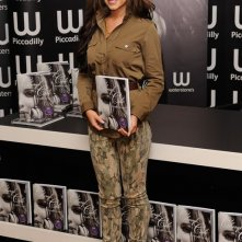 Cheryl Cole presenta il suo libro 'Through My Eyes' in una libreria londinese