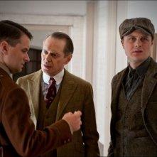 Steve Buscemi, Shea Whigham e Michael Pitt nell'episodio Broadway Limited di Boardwalk Empire