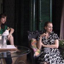 Charlotte Gainsbourg e Laura Linney in una scena del film The City of Your Final Destination