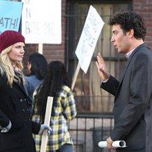 La guest star Jennifer Morrison e Josh Radnor nell'episodio Architect of Destruction di How I Met Your Mother