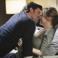 Patrick Dempsey e Ellen Pompeo nell'episodio Can't Fight Biology di Grey's Anatomy